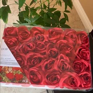 NWT   24pcs Artificial Red Roses